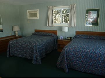 Room-with-2-double-beds